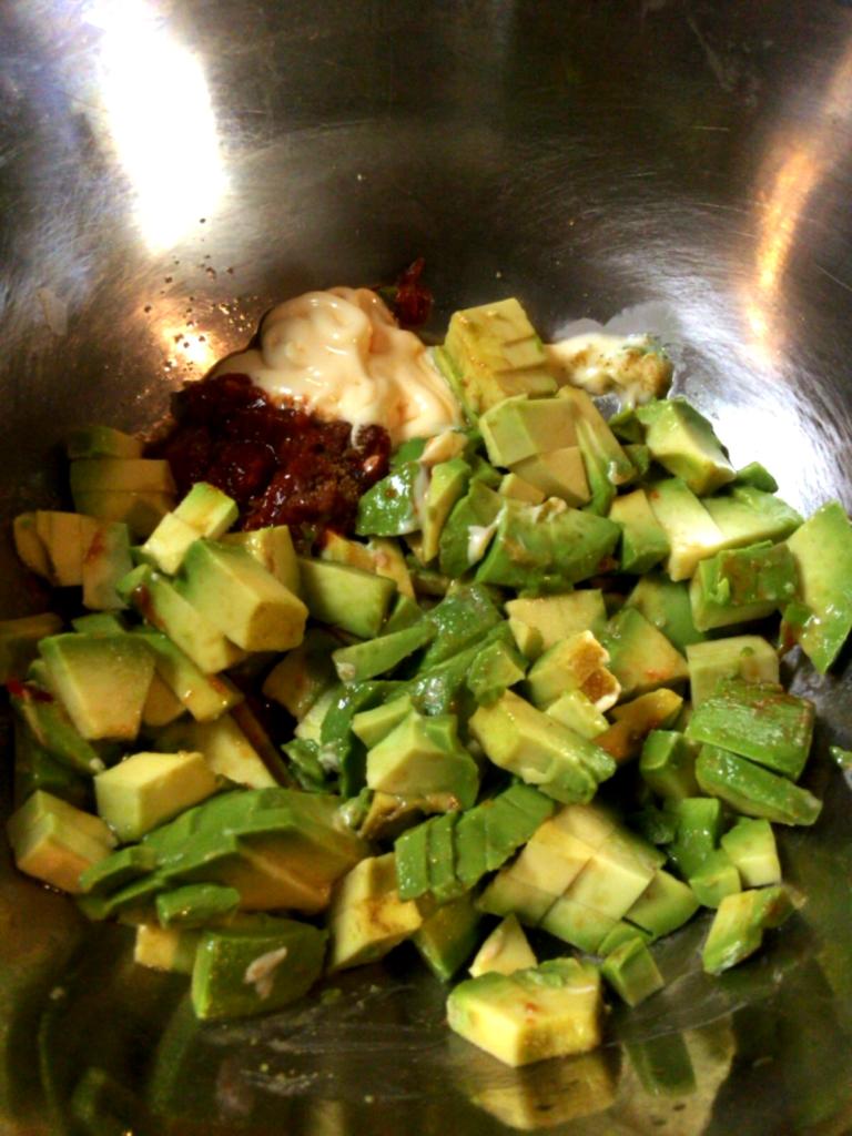 野菜もソースに。アボカドクミン豆板醤(糖質2.4g)