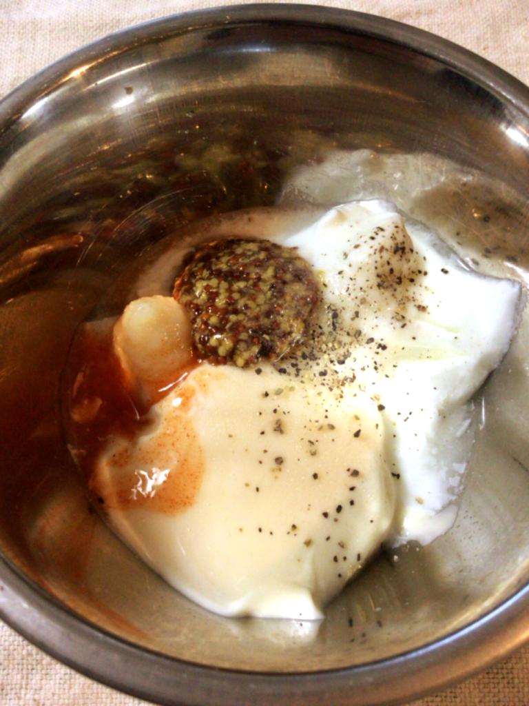 酸味が肉に絡む。マスタードランチドレッシング(糖質3.1g)