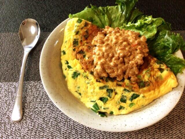 小葱チーズ豆腐オムレツの豆板醤マヨ納豆タレ(糖質4.9g)