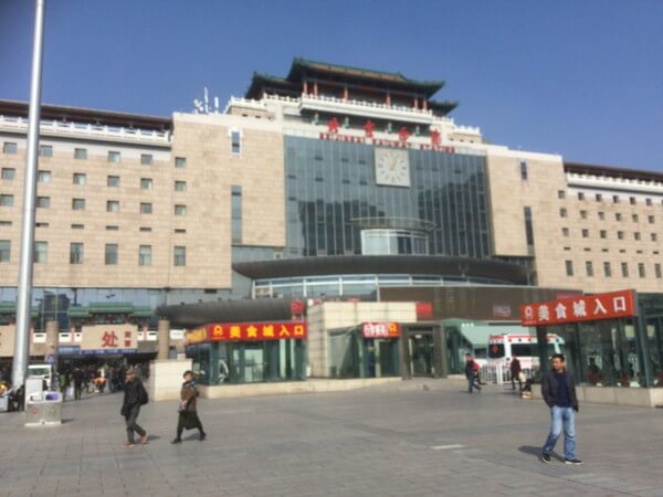 ホテルからタクシーで北京西站へ