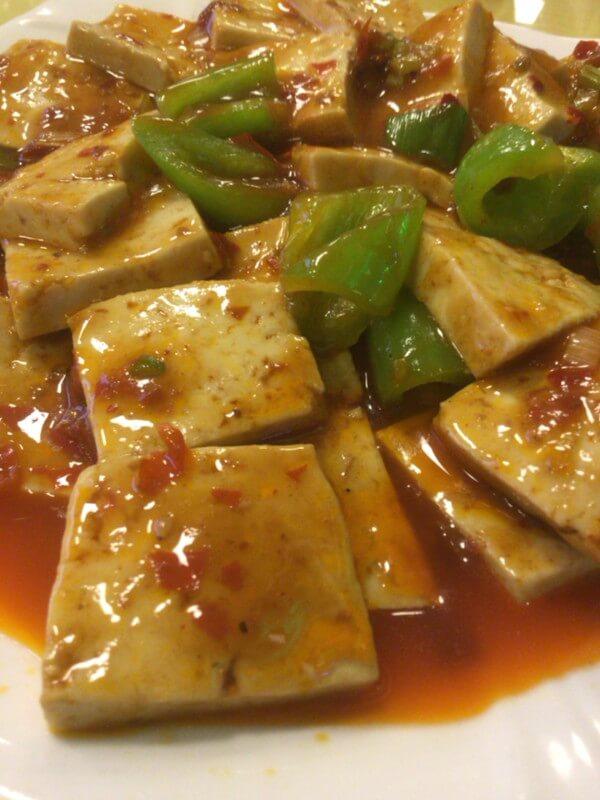 夜の市内で楽しむ、美味しい中華料理店