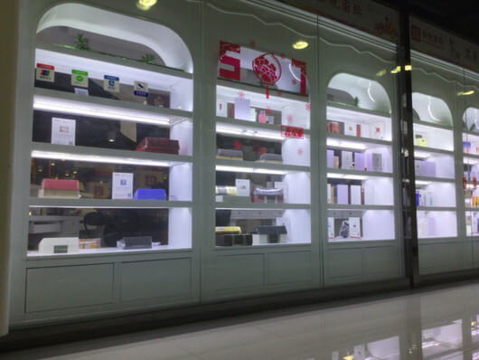 鄭州東の巨大免税店
