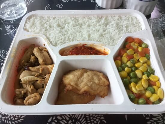 意外と美味しい船内の中華お弁当