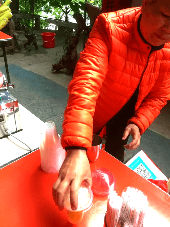 桂林市陽朔のサトウキビジュース