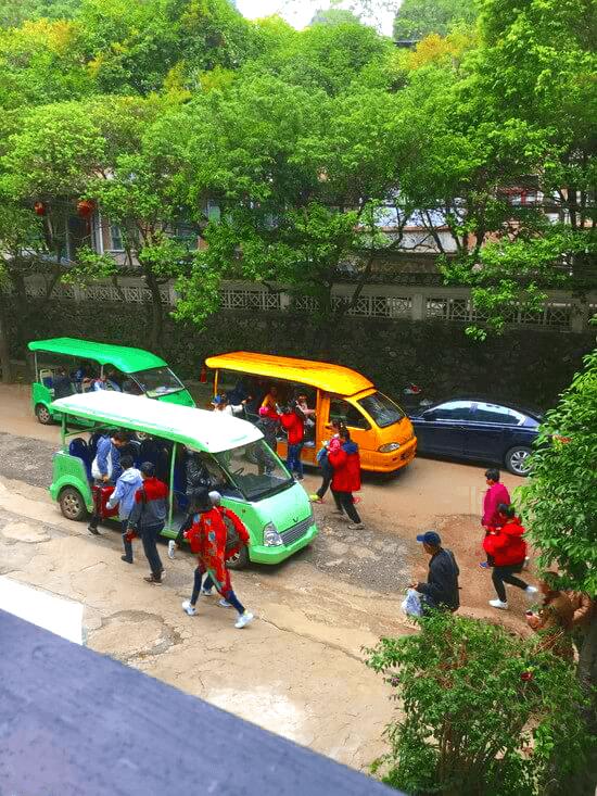 中国人のバス乗車争奪戦
