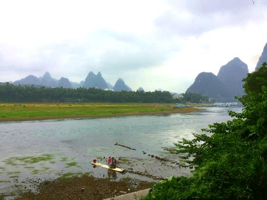 桂林の川沿い