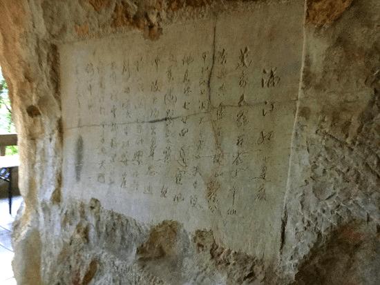 鍾乳洞のお土産と芸術品