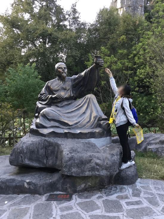 七星公園の石像
