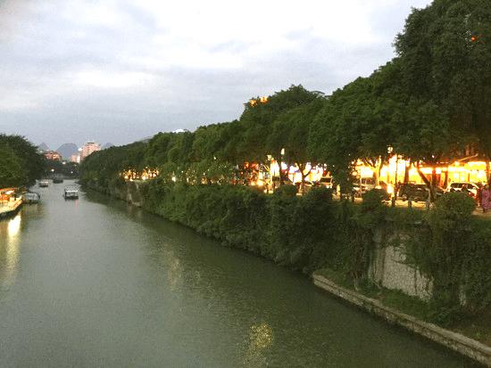 桂林の夜の街並み