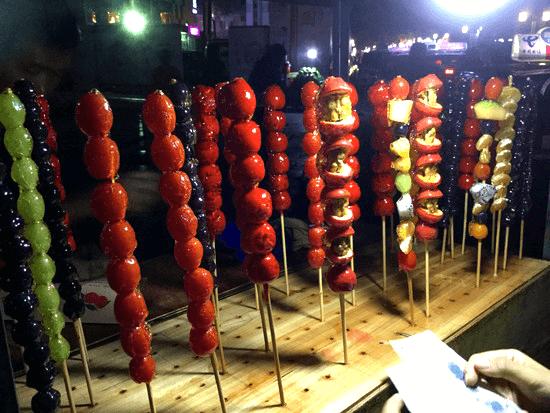 桂林市内の果物と野菜の飴串