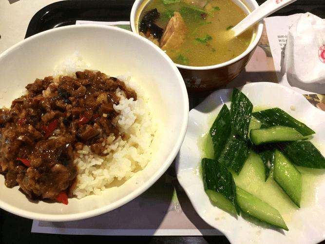 中国の魯肉飯