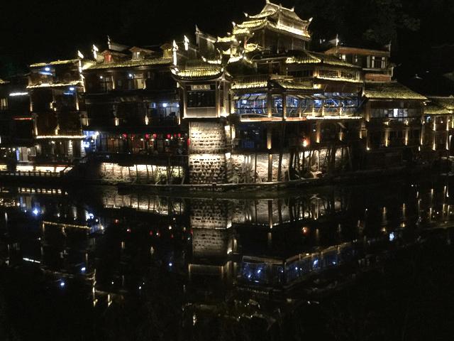 中国一美しいと言われる鳳凰古城を、手あたり次第に満喫する