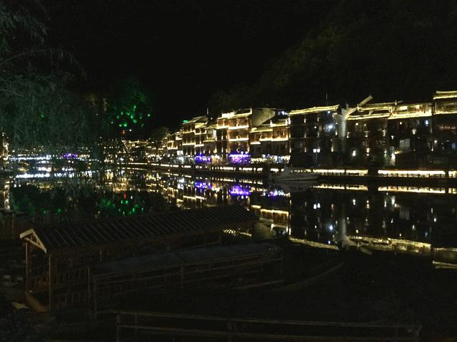湖南省・鳳凰古城の美しさを満喫する