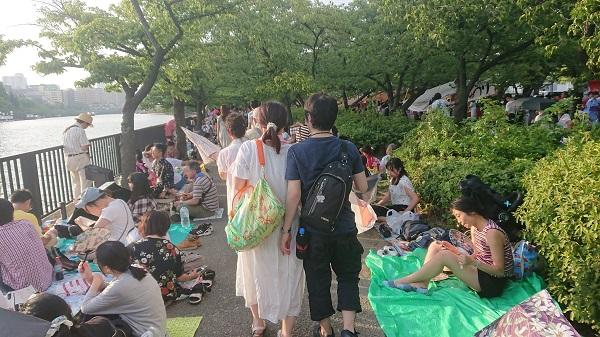 天神祭奉納花火前の毛馬桜ノ宮公園