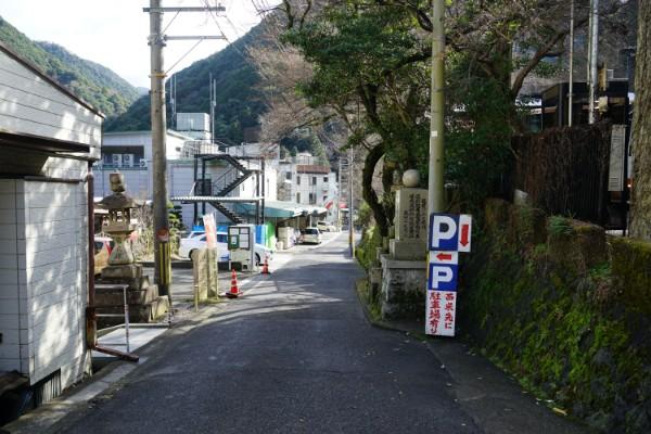 犬鳴山バス停近く