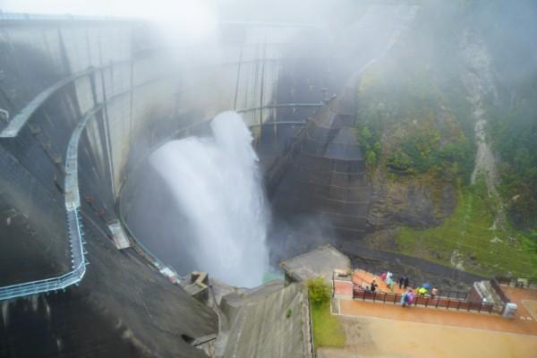 立山黒部アルペンルート|黒部ダム観光放水