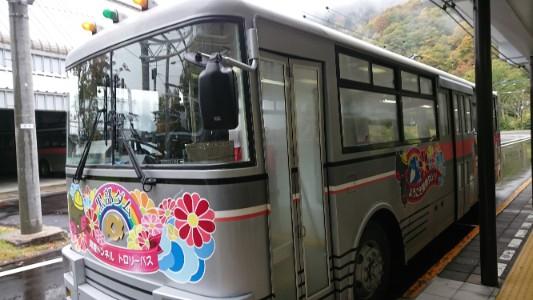 立山黒部アルペンルート|関電トンネルトロリーバス