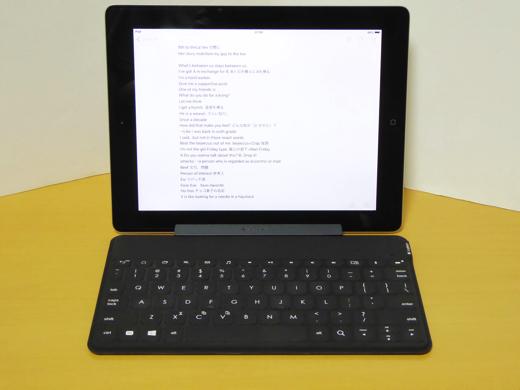Logitech Keys-To-Go 付属スタンド使用 iPad2の場合(横)