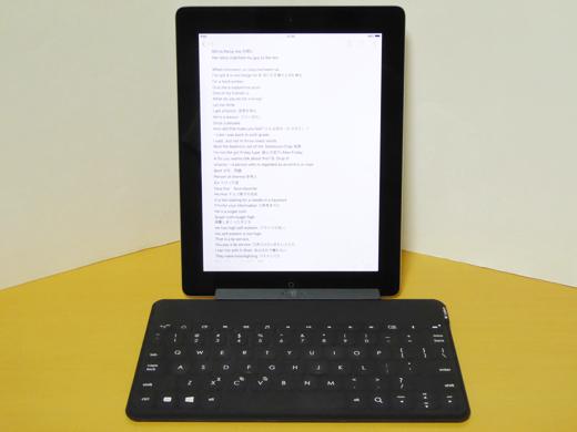 Logitech Keys-To-Go 付属スタンド使用 iPad2の場合(縦)