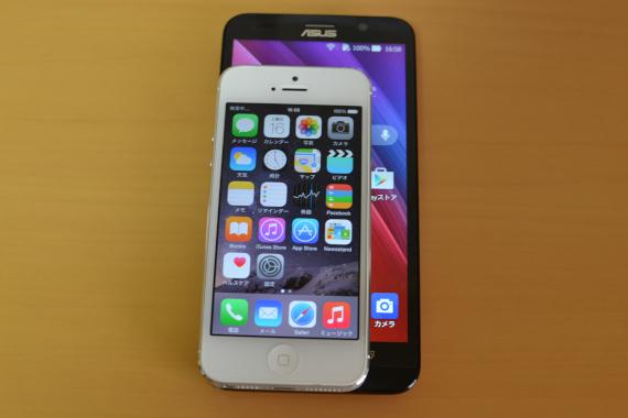 ZenFone 2にiPhone5を重ねてみた
