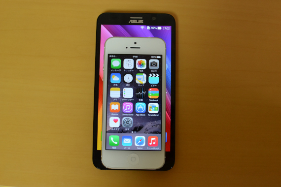 ZenFone 2にiPhone5を重ねて見た その2