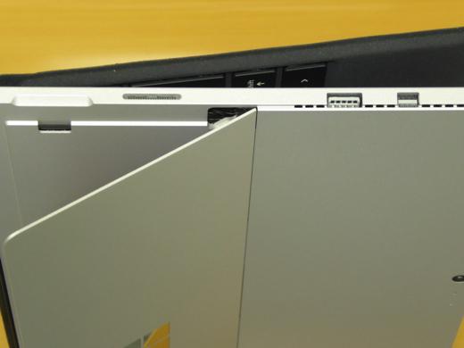 Surface Pro 4 ACアダプター差込口、USB1口、Mini Display Port