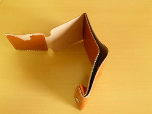 財布 2つ折り コンチャ 右側面