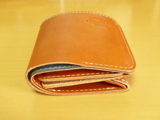 財布 2つ折り コンチャ 左側面