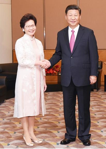 林鄭月娥(キャリーラム)と習近平主席