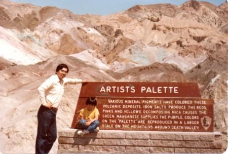 デスバレー国立公園アーティすチック・パレットを背にして