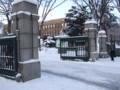 大学正門前