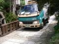 馬籠宿・危ないトラック