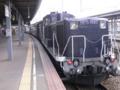 停車する貨物列車