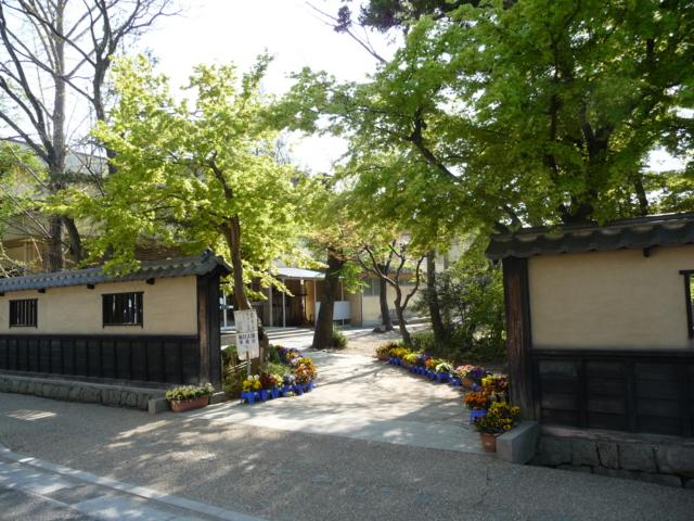 文武学校隣の小学校
