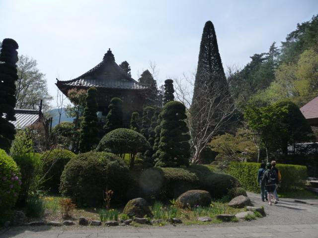 安楽寺の境内
