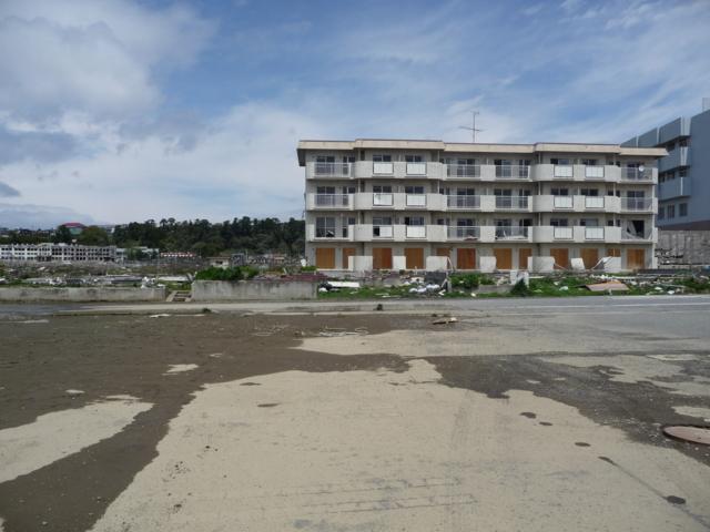 津波の被害を受けたアパート