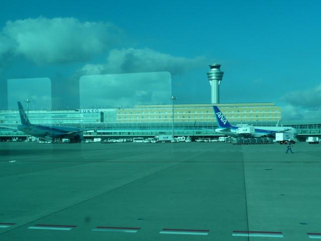 送迎バスから見た飛行機