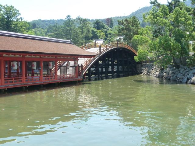厳島神社の長橋2