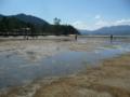すっかり潮が引いた厳島神社付近