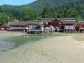 干潮時の厳島神社を眺める