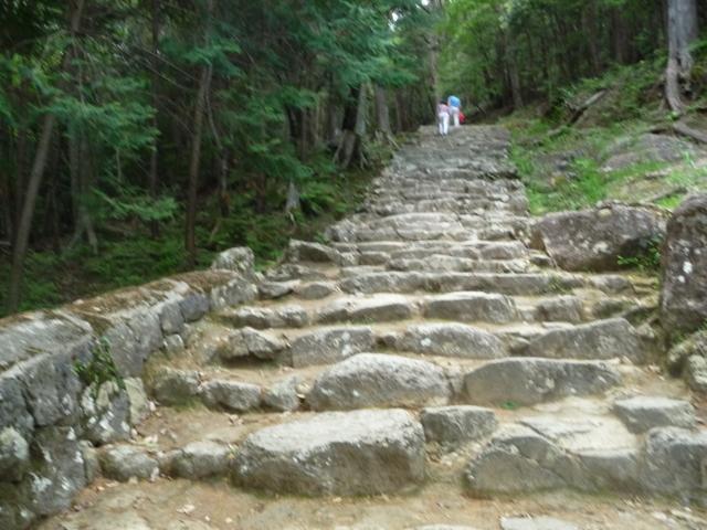 神倉神社の多少ゆるやかな参道