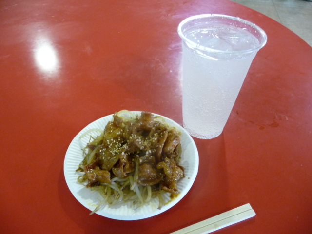2018-06-24 府中競馬場のホルモン焼きとレモンハイ