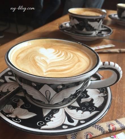カフェ ラ・コロンベの店内用カップ