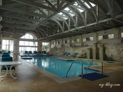 フェアモント・サザンプトンホテルの室内プール