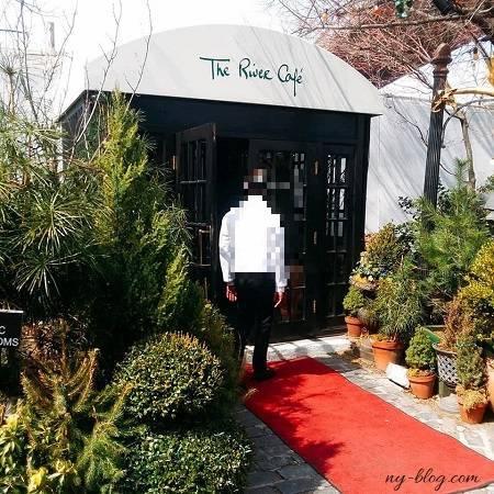 リバーカフェの入口