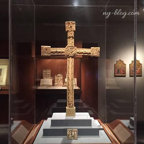 メトロポリタン美術館の謎の十字架