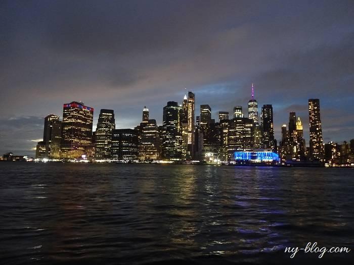 ブルックリンから見るマンハッタンの夜景