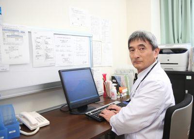 健診結果からアドバイスする医師