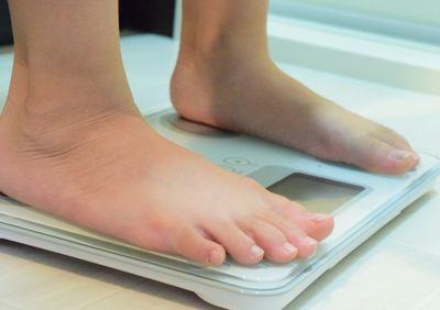 体重計と妊婦さん