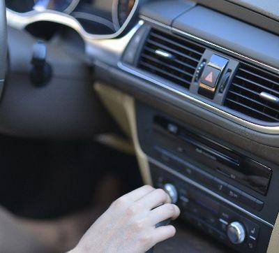 旦那が運転する車の車内